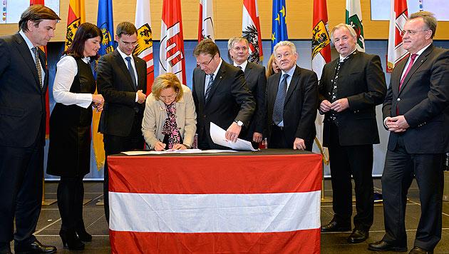 Bund und Länder unterzeichnen Vereinbarung (Bild: APA/ROBERT PARIGGER)
