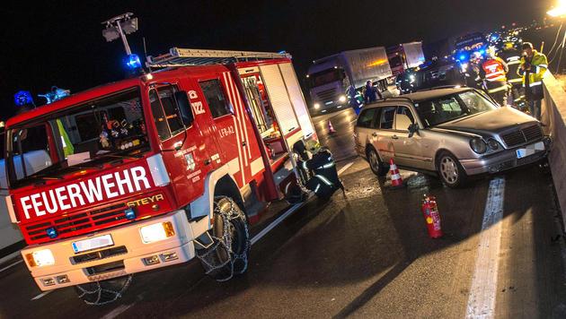 Karambolage auf A1 nach Stopp wegen Übelkeit (Bild: FOTO-KERSCHI.AT/WERNER KERSCHBAUMMAYR)