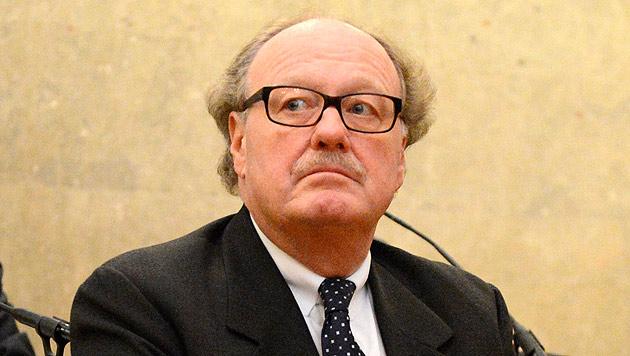 """Geldbote trug in Kuverts Millionen Euro zum """"Grafen"""" (Bild: APA/Helmut Fohringer)"""