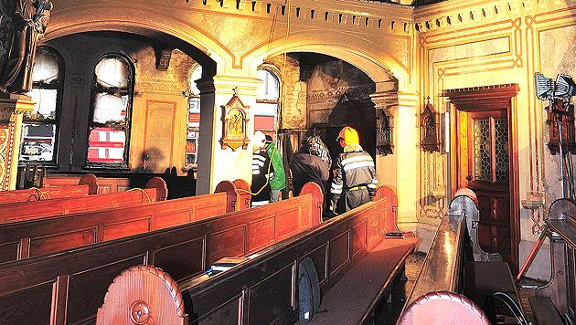 Feuer in 3 Kirchen: Amstetten sucht den Brandstifter (Bild: APA/PAUL PLUTSCH)
