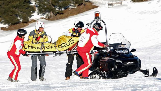 Skifahrer kommt von Piste ab und stürzt in Wald - tot (Bild: APA/GEORG HOCHMUTH (Symbolbild))