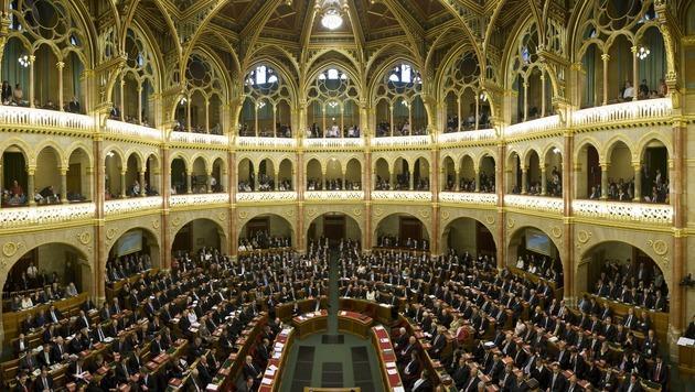 Grundgesetz in Ungarn teilweise au�er Kraft gesetzt (Bild: AP)