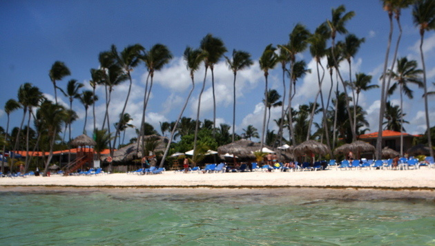 Pensionisten-Paar in Luxushotel in Karibik überfallen (Bild: EPA (Symbolbild))