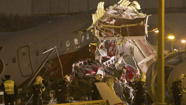 Moskau: Video von Autofahrer zeigt Flugzeugungl�ck (Bild: AP)