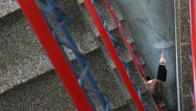 Kind nach Sturz in Stiegenhaus nun auf Intensivstation (Bild: Christoph Gantner)