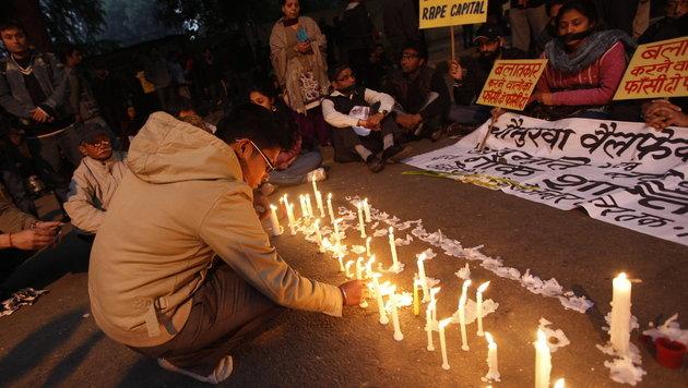 Vergewaltigte Studentin: Leiche in Indien eingeäschert (Bild: EPA)