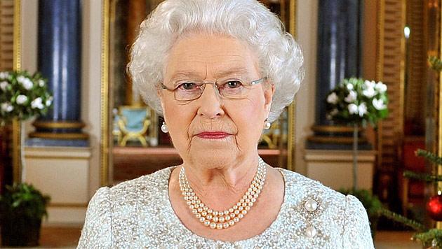Queen ohne Kate bei traditionellem Kirchgang (Bild: EPA)