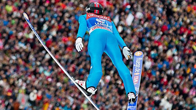 Jacobsen gewinnt auch in Garmisch vor Schlierenzauer (Bild: dpa/Daniel Karmann)