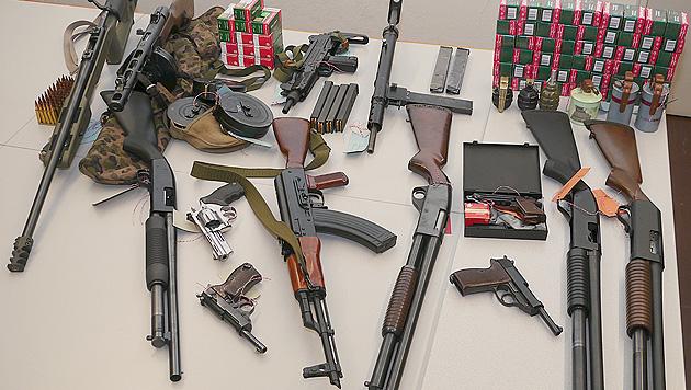Internationaler Waffenhandel in Vbg aufgeflogen (Bild: LPD O�)