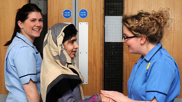 Taliban-Opfer Malala vorerst aus Spital entlassen (Bild: dapd)
