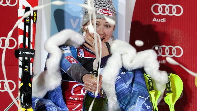 So feierte Jungstar Mikaela Shiffrin ihren Sieg in Zagreb (Bild: EPA)