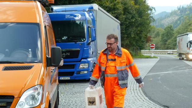 """Undercover: Wenn der Asfinag-Chef das """"Häusl"""" putzt (Bild: ORF/MME/Sabine Eble)"""