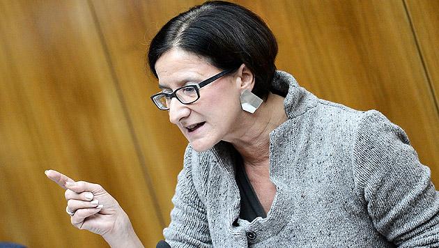 Mikl-Leitner will Massenabschiebungen nach Kosovo (Bild: APA/ROBERT JAEGER)