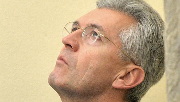 Auch Finanz-Hofrat Paulus nun offiziell ein Beschuldigter (Bild: APA/BARBARA GINDL)