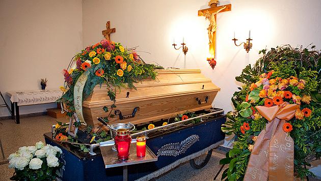 Nach Raubmord in Äthiopien: Opfer in OÖ beigesetzt (Bild: APA/MANFRED FESL)