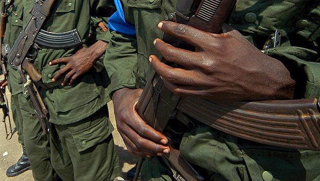 Abenteurer von UN-Soldaten vor Rebellen gerettet (Bild: EPA)