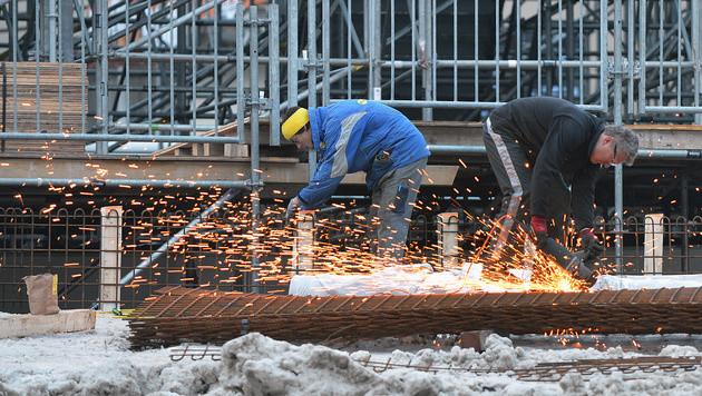 Vorbereitungen in Schladming auf der Zielgeraden (Bild: APA/BARBARA GINDL)