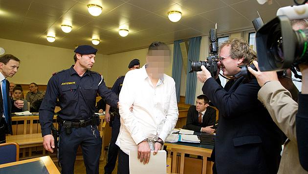 18 Jahre Haft nach brutalem Mord an Geldverleiher (Bild: APA/STRINGER)