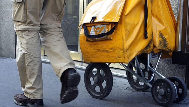 Kampf gegen Ausweitung: Postler drohen Streiks an (Bild: APA/HARALD SCHNEIDER)