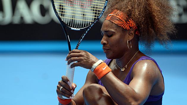 Serena Williams mit dicker Lippe, aber ungef�hrdet weiter (Bild: EPA)