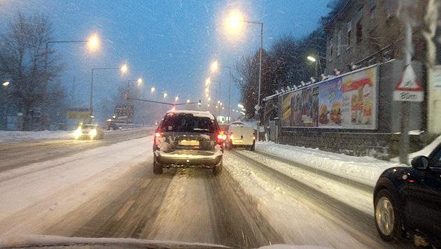 Unfälle, Staus und Sperren wegen heftiger Schneefälle (Bild: krone.at)