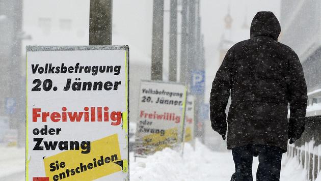 Wehrpflicht-Debatte: SPÖ und ÖVP im Endspurt (Bild: APA/HELMUT FOHRINGER)