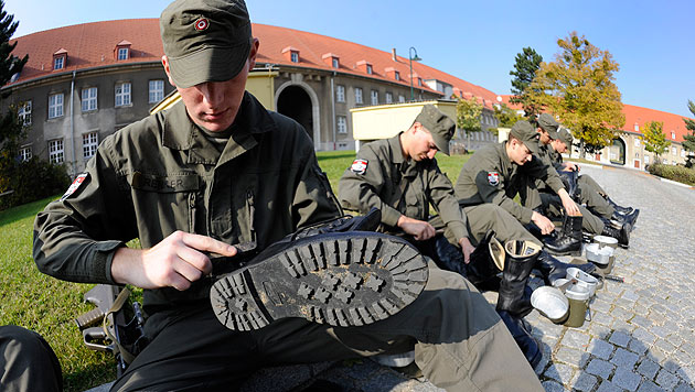 """Parteien basteln bereits an einer """"Wehrpflicht neu"""" (Bild: APA/ROLAND SCHLAGER)"""