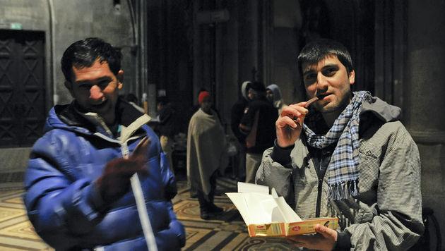 Asyl-Camper unterbrechen ihren Hungerstreik (Bild: APA/HERBERT NEUBAUER)