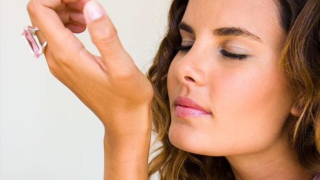 Forscher entwickeln künstliches Parfüm zur Partnersuche (Bild: thinkstockphotos.de)