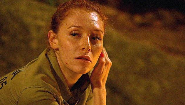 Igitt, igitt! Hier verspeist Fiona einen Kamelpenis (Bild: (c) RTL)
