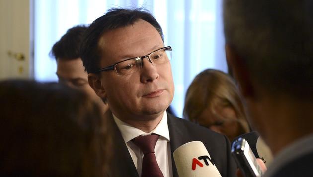 """Minister Darabos peilt Konzept """"bis zum Sommer"""" an (Bild: APA/HELMUT FOHRINGER)"""