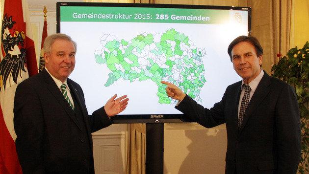 Landeshauptmann Franz Voves (re.) und sein Vize Hermann Schützenhöfer zeigten sich erfreut. (Bild: CHRISTIAN JAUSCHOWETZ)