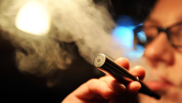 Trafikmonopol für E-Zigaretten verfassungswidrig (Bild: APA/dpa/Marcus Brandt)