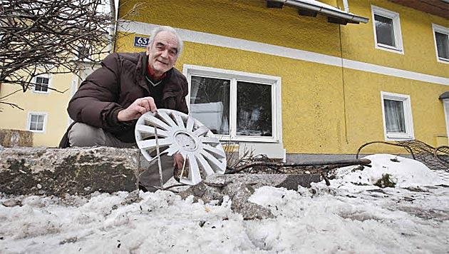 """Auto kracht in Haus in Salzburg: Zimmer glich """"Schlachtfeld"""" (Bild: Markus Tschepp)"""