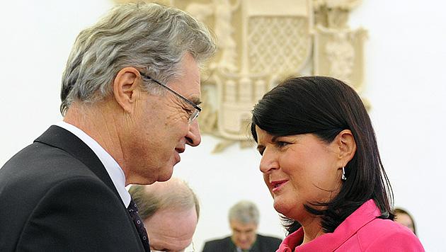 Brenner teilt zum Abschied aus: Kritik an ÖVP und Medien (Bild: APA/BARBARA GINDL)