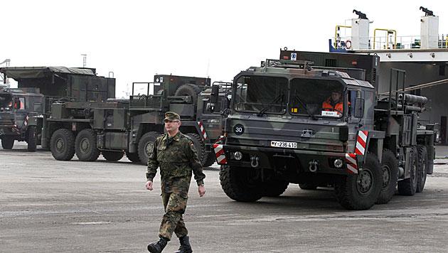 Türkei: Zivilisten gehen auf deutsche Soldaten los (Bild: EPA)