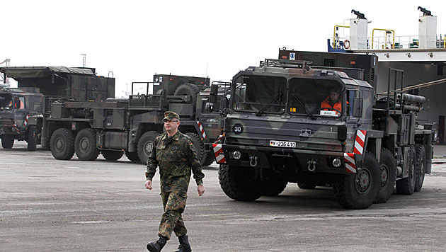 T�rkei: Zivilisten gehen auf deutsche Soldaten los (Bild: EPA)