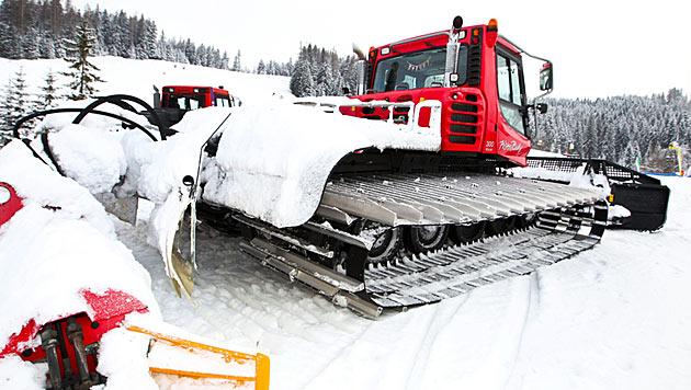 Navi führt Lenker in die Irre: Auto auf Skipiste (Bild: APA/Neumayr/MMV (Symbolbild))