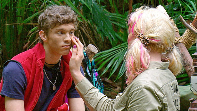 Joey wird zu Joana ++ Fiona nervt alle mit ihrem Gezicke (Bild: (c) RTL)