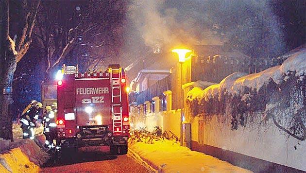 NÖ: Feuerwehr rettet Mutter und Sohn vor Flammen (Bild: FF Stockerau)