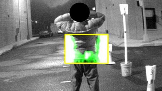 Mobilger�t gew�hrt New Yorker Polizei Blick durch Kleidung (Bild: NYPD)