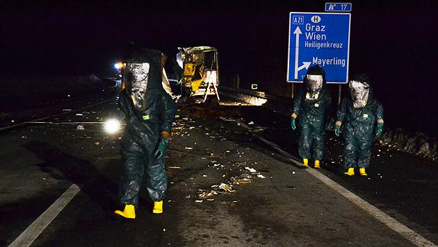 """""""Schlachtfeld"""" auf A21 nach Kollision zweier Lkws (Bild: Einsatzdoku.at)"""