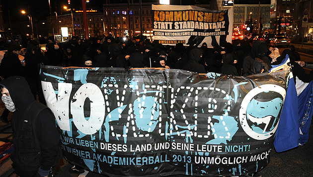 Akademikerball: Zwölf Festnahmen bei Protestdemos (Bild: APA/HERBERT P. OCZERET)