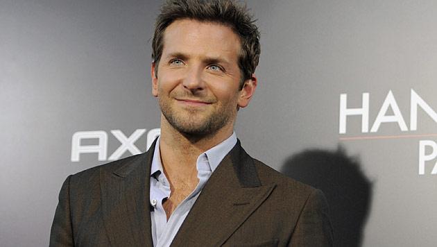 Bradley Cooper wegen Fußfetisch sitzengelassen (Bild: dapd)
