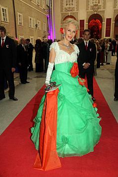 Auch Hilary Swank kommt zum heurigen Opernball (Bild: APA/Franz Neumayr)