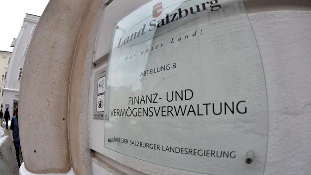 Knalleffekt in Sbg: Land zeigt sich beim Finanzamt an (Bild: APA/BARBARA GINDL)