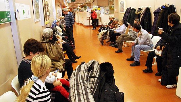 Überlastung: Ärzte für Comeback der Ambulanzgebühr (Bild: Martin Jöchl)