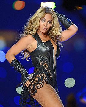 """Für Beyonces Outfit mussten Schlangen """"qualvoll sterben"""" (Bild: EPA)"""