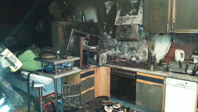 Brand in Küche fordert drei Verletzte in OÖ (Bild: Schönbass A., FF Attnang)