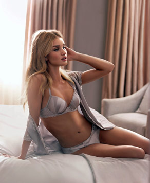Rosie Huntington-Whiteley entwirft Dessous für Marks&Spencer. (Bild: Marks&Spencer)